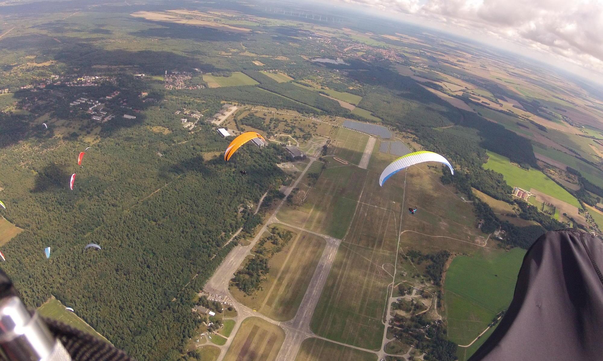 Gleitschirmfliegen und Drachenfliegen_in Altes Lager